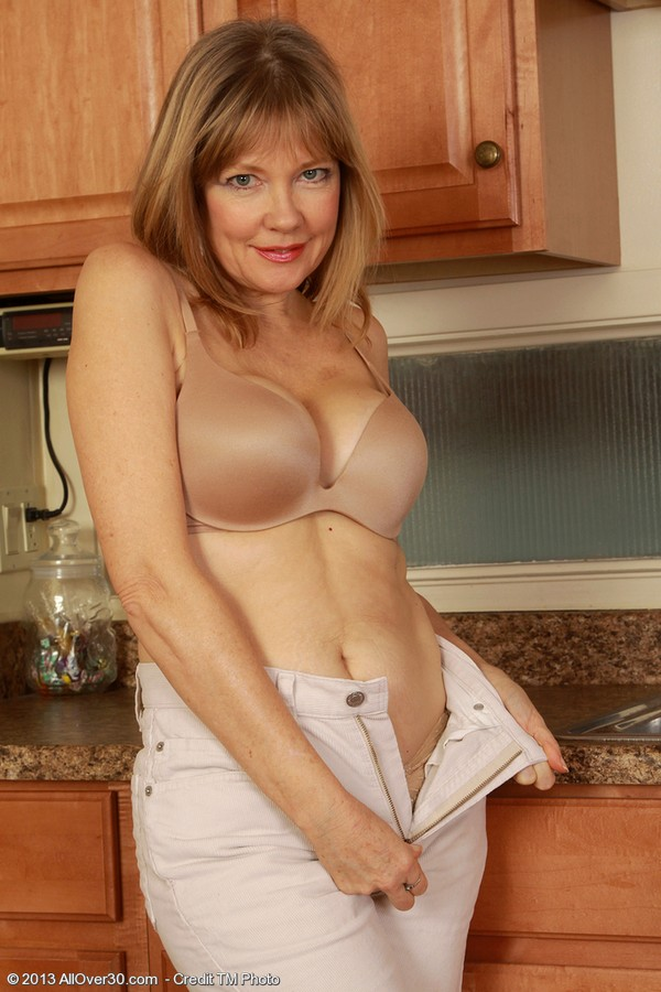Mature Women Porn Galleries -